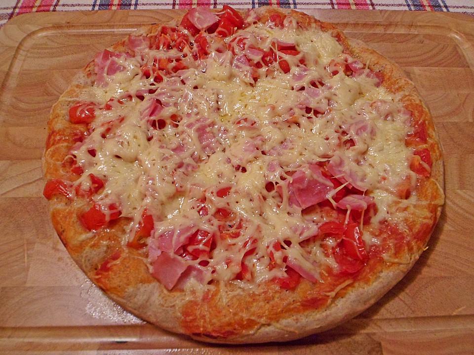 pizza mit tomaten schinken und k se rezept mit bild. Black Bedroom Furniture Sets. Home Design Ideas
