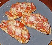 Baguettscheiben mit Tomaten & Mozzarella überbacken (Bild)