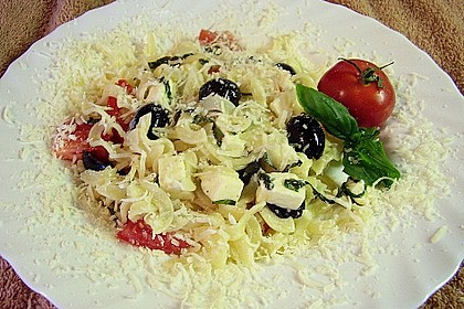 Nudeln mit Tomaten, Schafskäse und Oliven 36