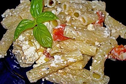 Nudeln mit Tomaten, Schafskäse und Oliven 28