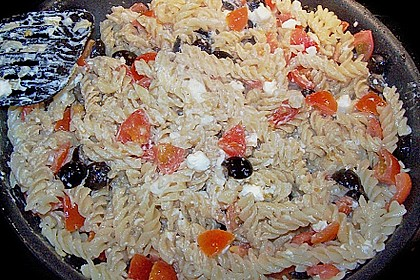 Nudeln mit Tomaten, Schafskäse und Oliven 37