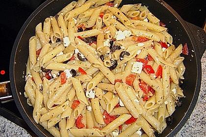 Nudeln mit Tomaten, Schafskäse und Oliven 32