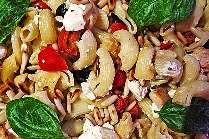 Nudeln mit Tomaten, Schafskäse und Oliven 16