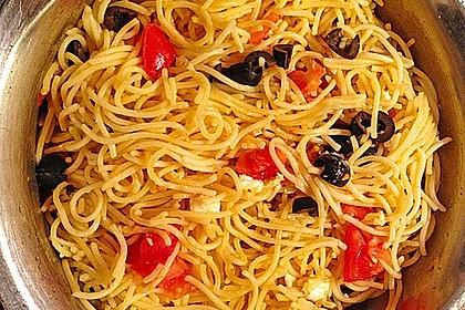 Nudeln mit Tomaten, Schafskäse und Oliven 23