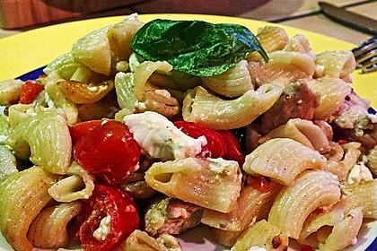 Nudeln mit Tomaten, Schafskäse und Oliven 34