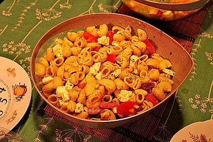 Nudeln mit Tomaten, Schafskäse und Oliven 27