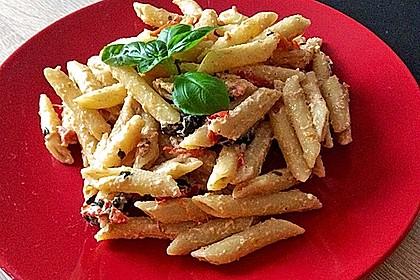 Nudeln mit Tomaten, Schafskäse und Oliven 24