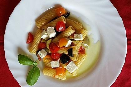 Nudeln mit Tomaten, Schafskäse und Oliven 13