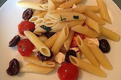 Nudeln mit Tomaten, Schafskäse und Oliven 11