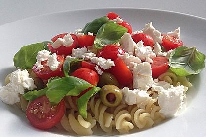 Nudeln mit Tomaten, Schafskäse und Oliven 4