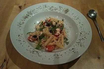 Nudeln mit Tomaten, Schafskäse und Oliven 25