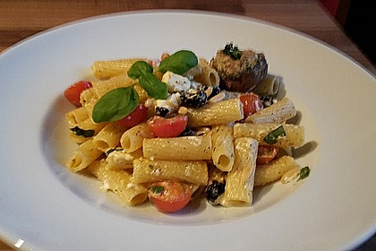 Nudeln mit Tomaten, Schafskäse und Oliven 30
