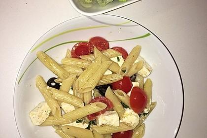 Nudeln mit Tomaten, Schafskäse und Oliven 15