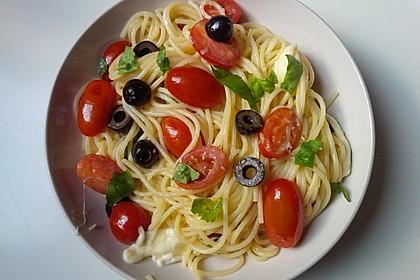 Nudeln mit Tomaten, Schafskäse und Oliven 5