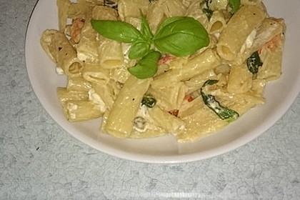 Nudeln mit Tomaten, Schafskäse und Oliven 40