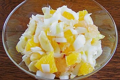 Winterlicher Obstsalat mit Chicoree