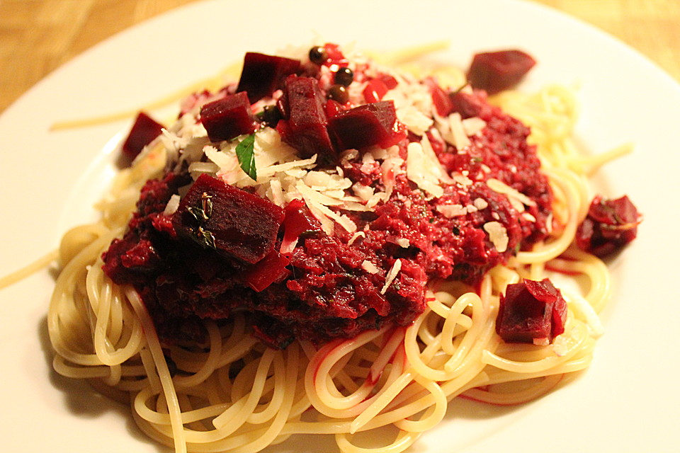 spaghetti mit rote bete sauce von safaro. Black Bedroom Furniture Sets. Home Design Ideas