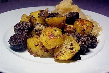 Bratkartoffeln mit Blut - und Leberwurst