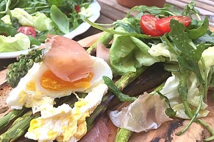 Rucola - Basilikum - Salat mit Pinienkernen und Parmesan 11