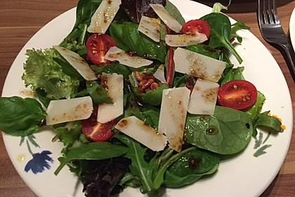 Rucola - Basilikum - Salat mit Pinienkernen und Parmesan 13