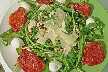 Rucola - Basilikum - Salat mit Pinienkernen und Parmesan 27