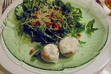 Rucola - Basilikum - Salat mit Pinienkernen und Parmesan 36