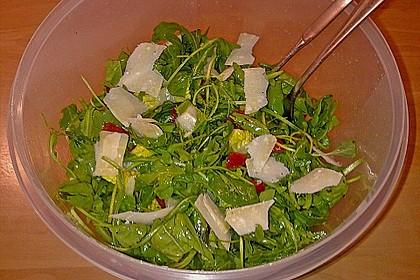 Rucola - Basilikum - Salat mit Pinienkernen und Parmesan 19
