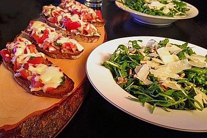 Rucola - Basilikum - Salat mit Pinienkernen und Parmesan 5