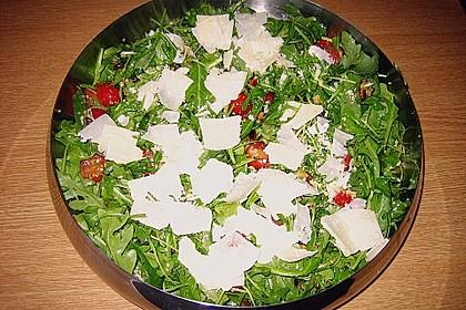 Rucola - Basilikum - Salat mit Pinienkernen und Parmesan 33