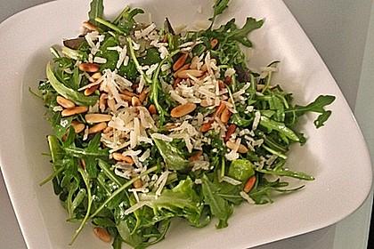 Rucola - Basilikum - Salat mit Pinienkernen und Parmesan 17