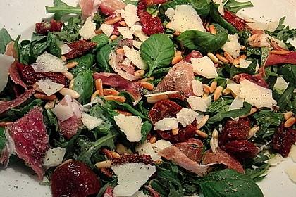 Rucola - Basilikum - Salat mit Pinienkernen und Parmesan 9