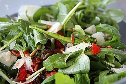 Rucola - Basilikum - Salat mit Pinienkernen und Parmesan 3