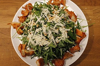 Rucola - Basilikum - Salat mit Pinienkernen und Parmesan 12
