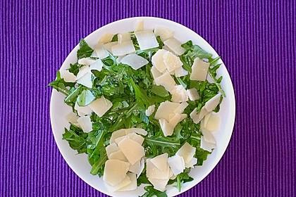 Rucola - Basilikum - Salat mit Pinienkernen und Parmesan 20