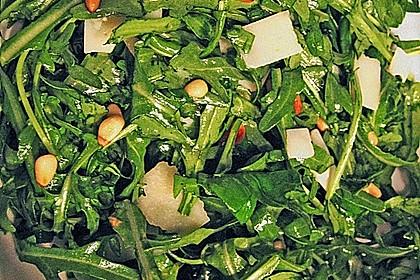 Rucola - Basilikum - Salat mit Pinienkernen und Parmesan 34