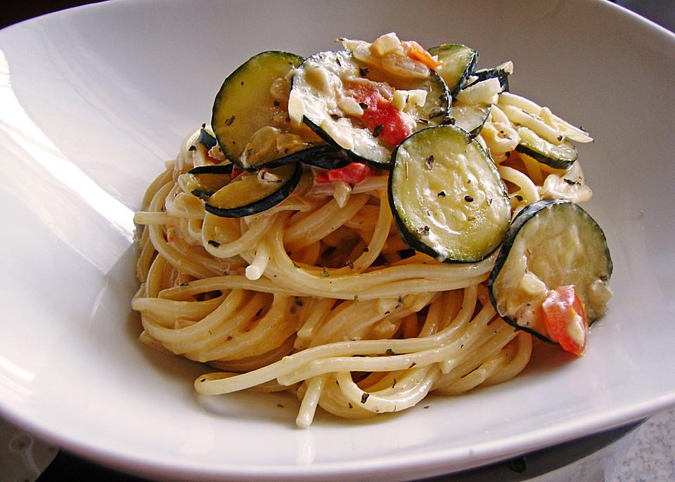 tomaten zucchini spaghetti rezept mit bild von skadel. Black Bedroom Furniture Sets. Home Design Ideas