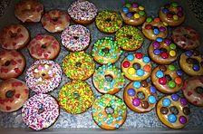 Donuts aus Quark - Öl - Teig für die Backform