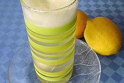 Heiße Zitrone mit Ingwer und Minze