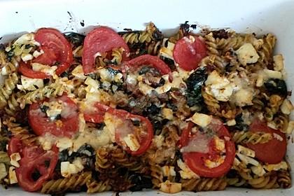 Auflauf mit Oliven, Tomaten, Pesto und Feta-Käse 3