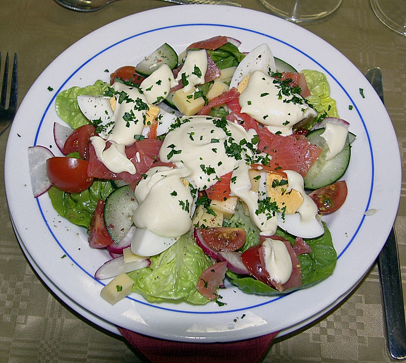 frischer salat mit ger ucherter forelle rezept mit bild. Black Bedroom Furniture Sets. Home Design Ideas