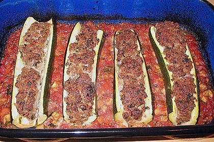 Mit Hackfleisch gefüllte Zucchini 12
