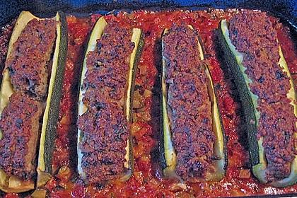 Mit Hackfleisch gefüllte Zucchini 23