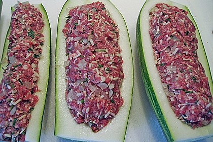 Mit Hackfleisch gefüllte Zucchini 8