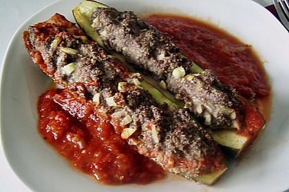 Mit Hackfleisch gefüllte Zucchini 13
