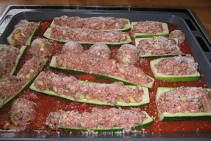 Mit Hackfleisch gefüllte Zucchini 16