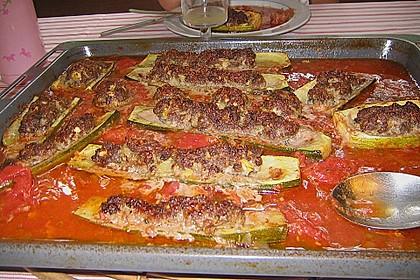 Mit Hackfleisch gefüllte Zucchini 22