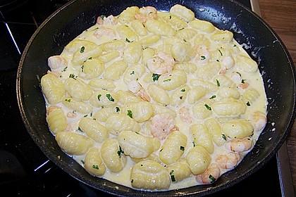 Gnocchi mit Garnelen-Trüffel-Kräuter-Soße 7
