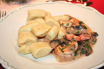 Gnocchi mit Garnelen-Trüffel-Kräuter-Soße 3