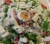 Gemischter Salat mit Eiern und Thunfisch