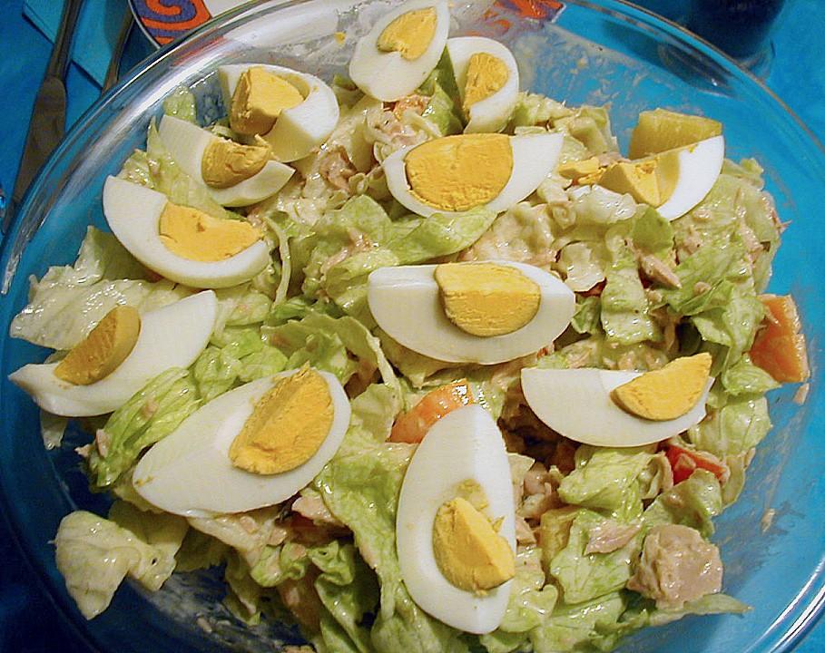 gemischter salat mit eiern und thunfisch. Black Bedroom Furniture Sets. Home Design Ideas
